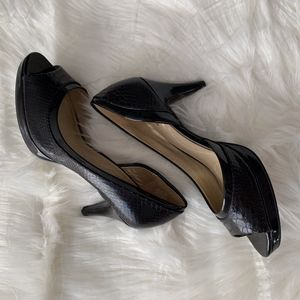 NWOT BANDOLINO Peek Toe Cindarella Black Pumps